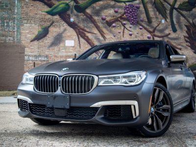 2017 BMW M760 – Um carro esportivo de Luxo